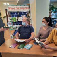 В преддверии Всемирного дня поэзии в Центральной районной библиотеке прошла поэтическая акция «Любимые строки в день поэзии».