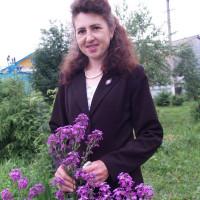 Хайретдинова Аида Радифовна родилась в 1972 году в деревне Кунтугушево. После успешного окончания БГУ начала свою трудовую деятельность в редакции газеты «Азатлык» заведующей отдела писем, а с 2002 года работает заместителем редактора газеты «Балтач таннары». Член совета журналистов Башкортостана и России.