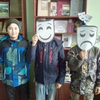 28 марта в рамках Недели детской книги прошел познавательно-игровой час «Театр – это cказка, театр – это чудо!», посвященный Году театра.