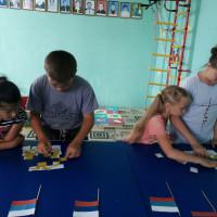 В рамках празднования Дня Российского флага Нижнесикиязовская сельская библиотека провела для детей познавательный час «Над Россией реет флаг».