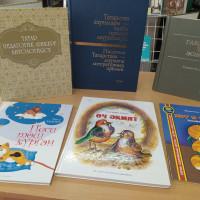 КНИЖНЫЕ НОВИНКИ. Уважаемые читатели! Детская библиотека рада сообщить вам, что книжные полки пополнились рядом новых книг.