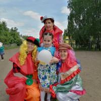 1 июня к Международному дню защиты детей Нижнесикиязовская сельская библиотека совместно с СДК и детским садом «Ляйсян» была организована праздничная программа «Бәхетле балачак иле».