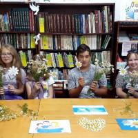 К Всероссийскому дню семьи, любви и верности в Сейтяковской сельской библиотеке прошёл час общения «Дарите ромашки любимым»